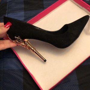 Back pointy heel